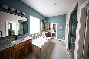 bathroom-bathtub-indoors-1909791.jpg