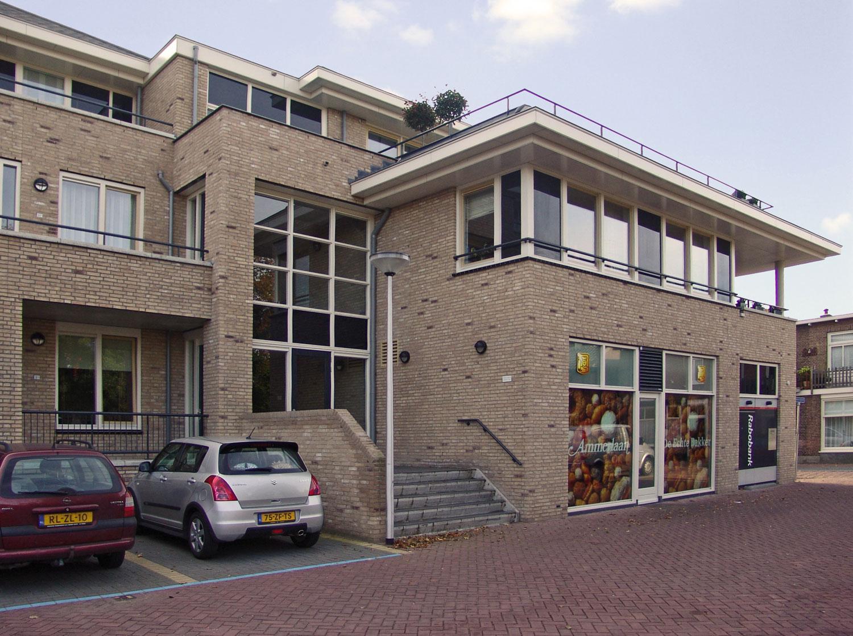 Kop van de Dorpsstraat te Warmond