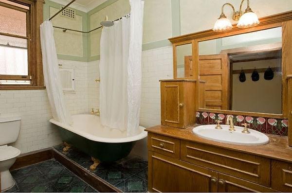Original bathroom 17 Holbrook Ave Kirrib