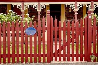 adelaide-heritage-house-plaque-fence.jpg