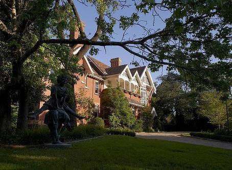 Which Garden Designers preceded Edna Walling's Green Gardens?