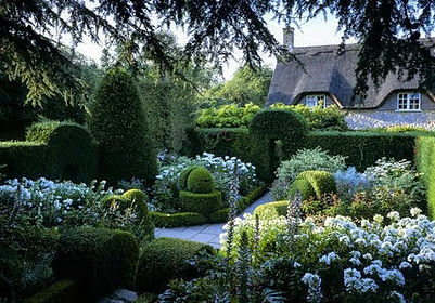 The White Garden in Hidcote Manor.jpg