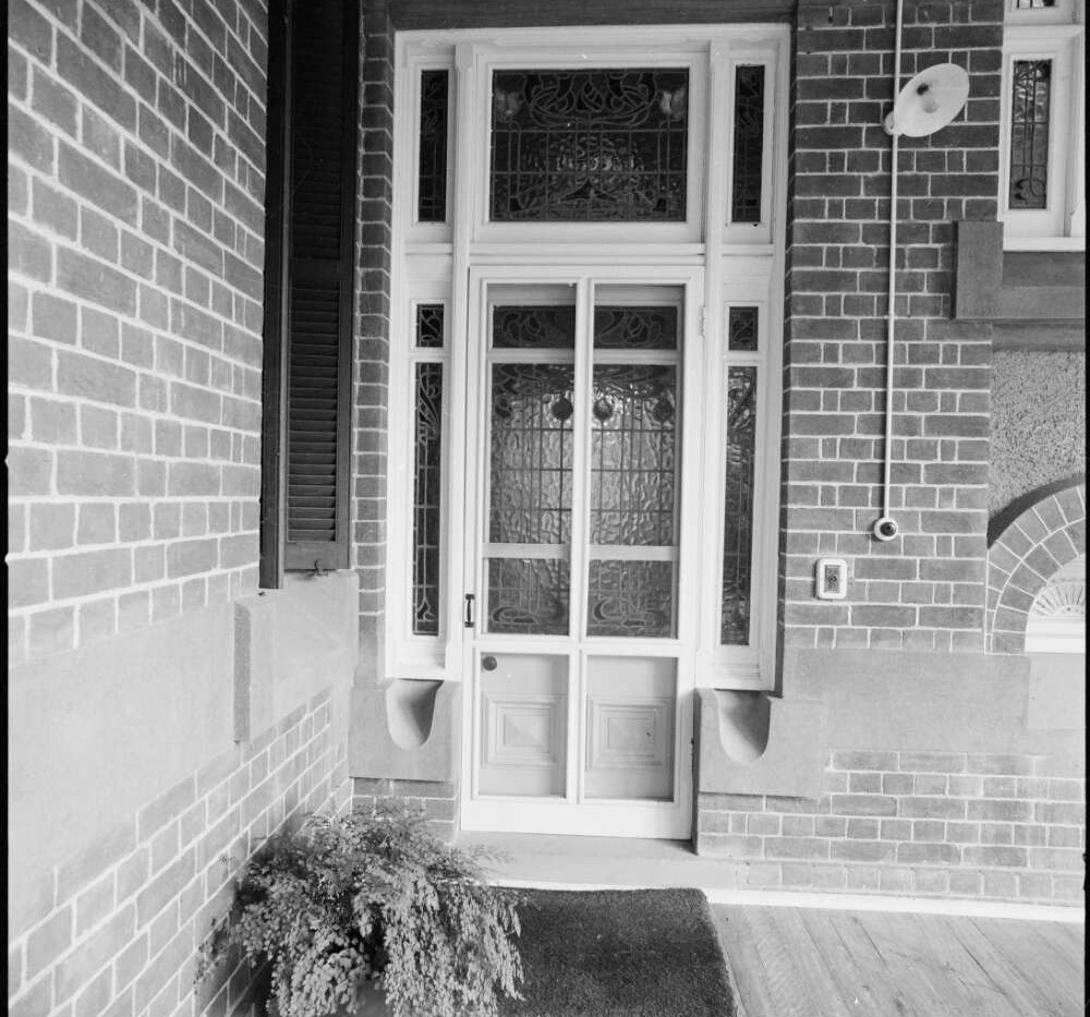 Side entrance on lower verandah at Bellt
