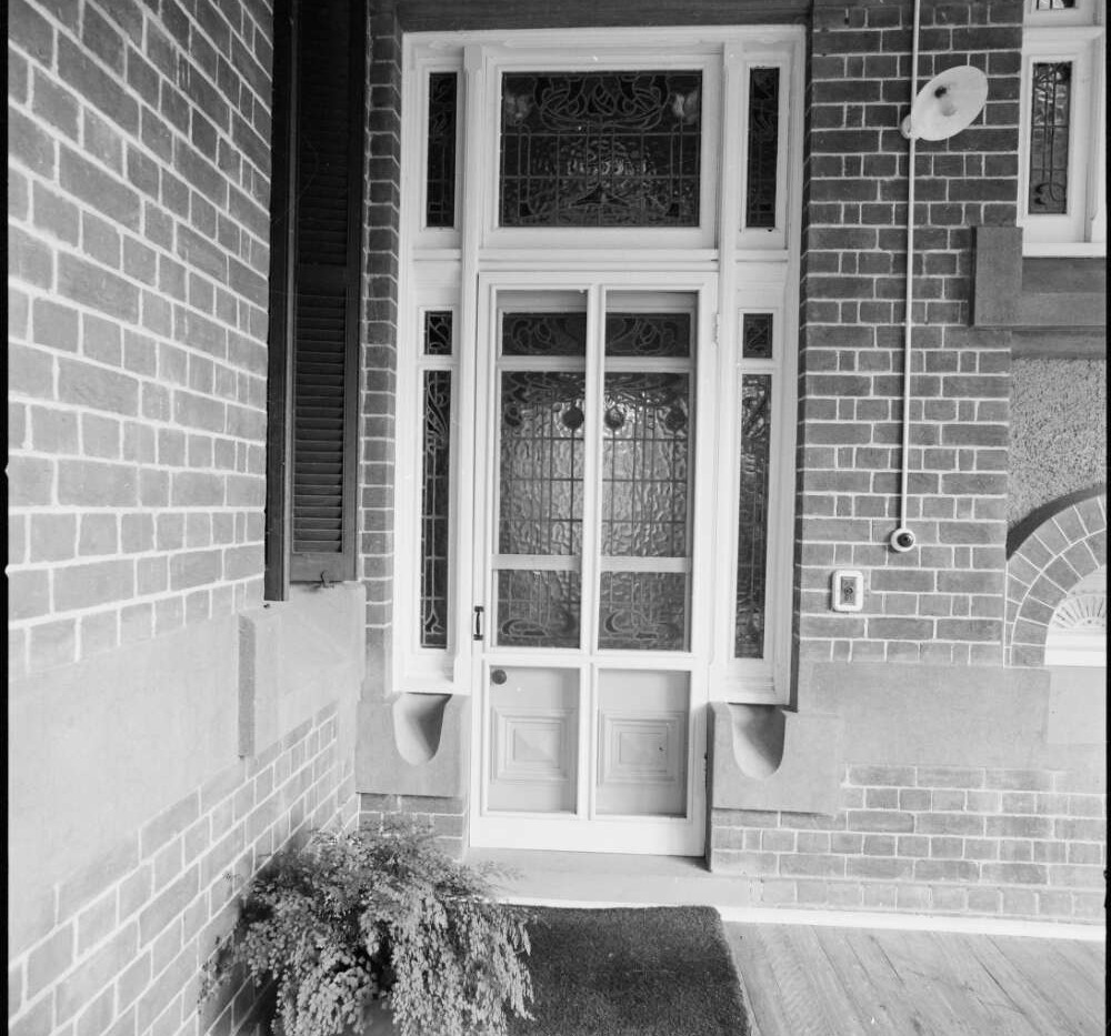Side entrance on lower verandah at Bellt