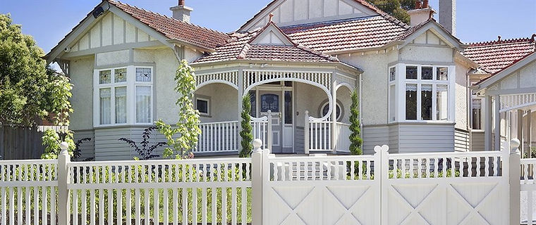 Ivanhoe-Timber-Fence-Posts-Gates-Veranda