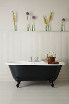 petite-millbrook-cast-iron-bath.jpg