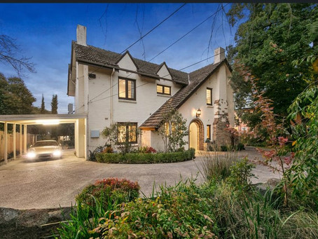 Arts and Crafts Kooyong trophy home 'Grenfell'