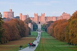 250px-Windsor_Castle_at_Sunset_-_Nov_200