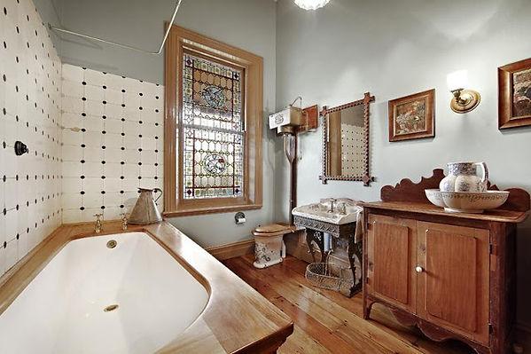 Victorian bathroom.JPG