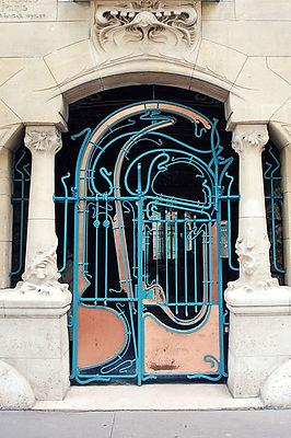 399px-Gate_of_Castel_Béranger,_designed_