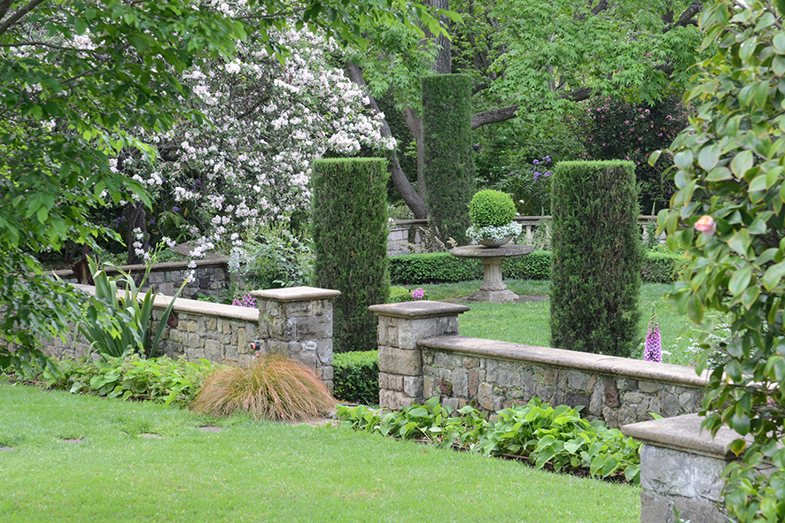 Cranlana_Walled garden sunken lawn