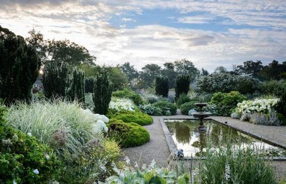 loseley-park-garden_by_Gertrude Jekyll.j