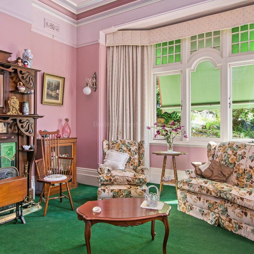 Reception room with bay window