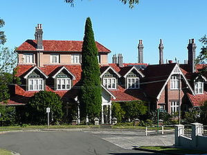 The Manor, viewed from Iluka Road.JPG