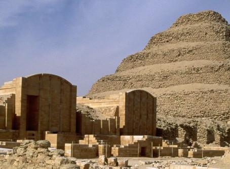 """""""Colui che viene in pace""""Imhotep, il medico e il costruttore della piramide di Djoser"""