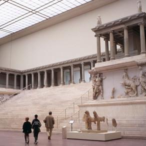 Una barocca lotta contro il caos La Gigantomachia dell'Altare di Pergamo