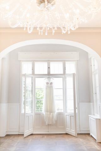 Fine Art Hochzeit  Kleid.jpg