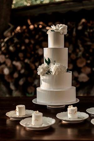 Hochzeitstorte Minimalistisch elegant.jp