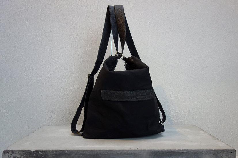 2in1 bag waxed canvas & piñatex®