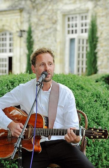 Tim Avery, singer/acoustic guitarist, wedding singer, wedding singer france, live band france, wedding band bordeaux, chateau la durantie, chateau rigaud