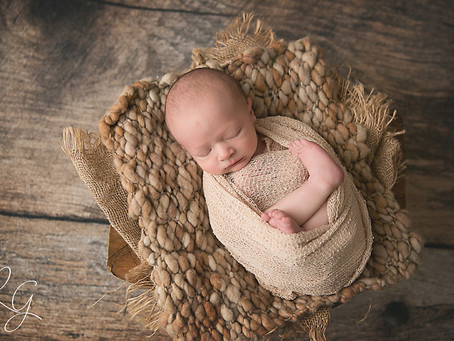 PHOENIXVILLE NEWBORN FAMILY SESSION – BABY BENNETT