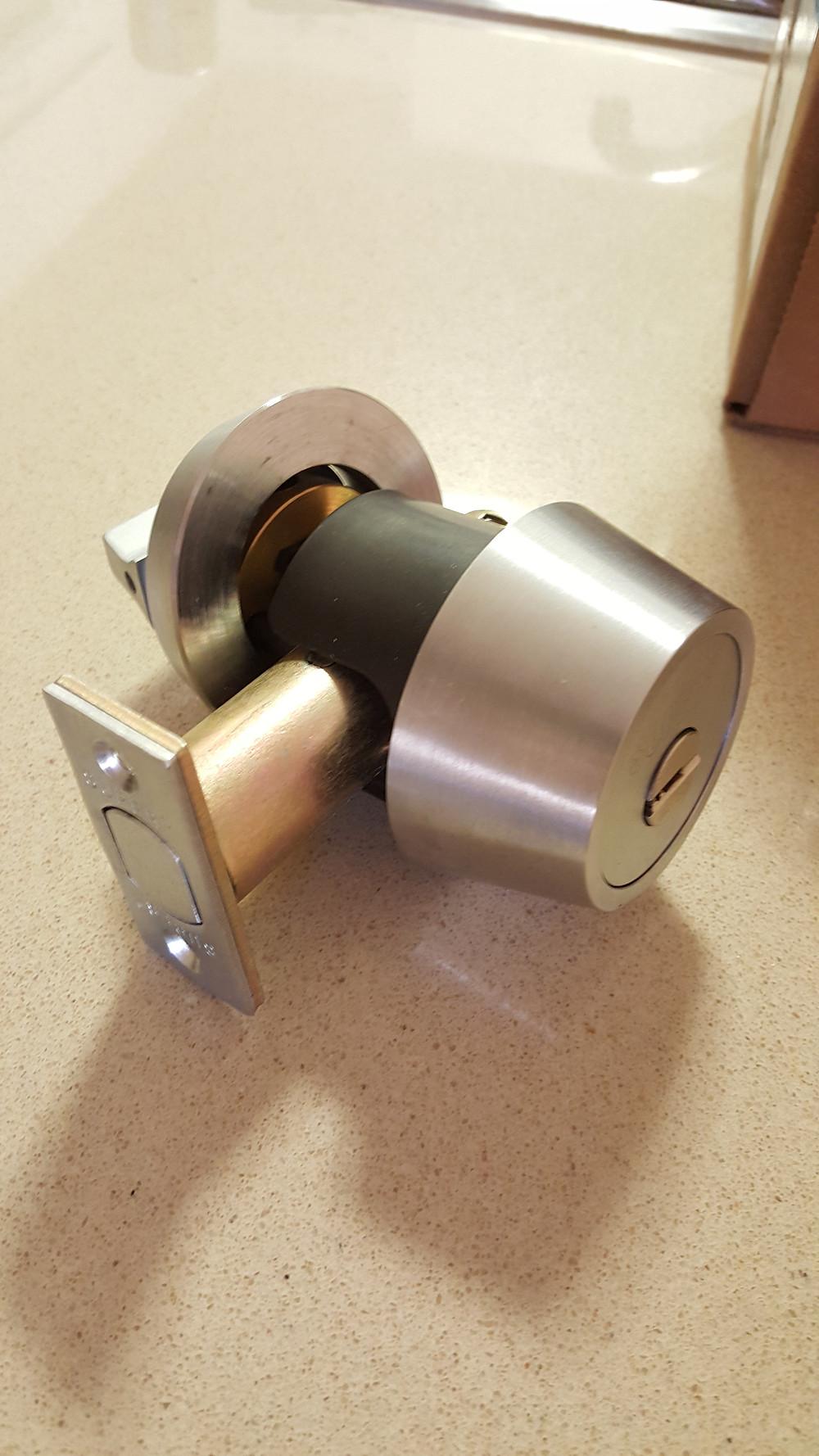 Deadbolt lever doorknob high security lock