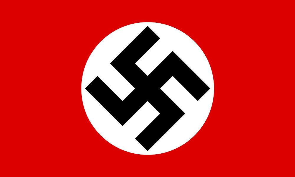 Bandera del NSDAP, diseñada por el propio Adolf Hitler según cuenta en su libro Mein Kampf. No confundir con la bandera oficial del Tercer Reich, con la esvástica y el círculo blanco situados ligeramente a la izquierda.