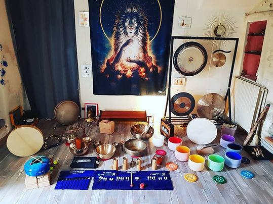 instruments musique relaxation sonore voyage vibratoire sonotherapie atelier yoga du son diapason tambour chamanique gong bol tibetain studio syma drome ardeche gard vaucluse rhone alpes paca languedoc roussillon massage soins