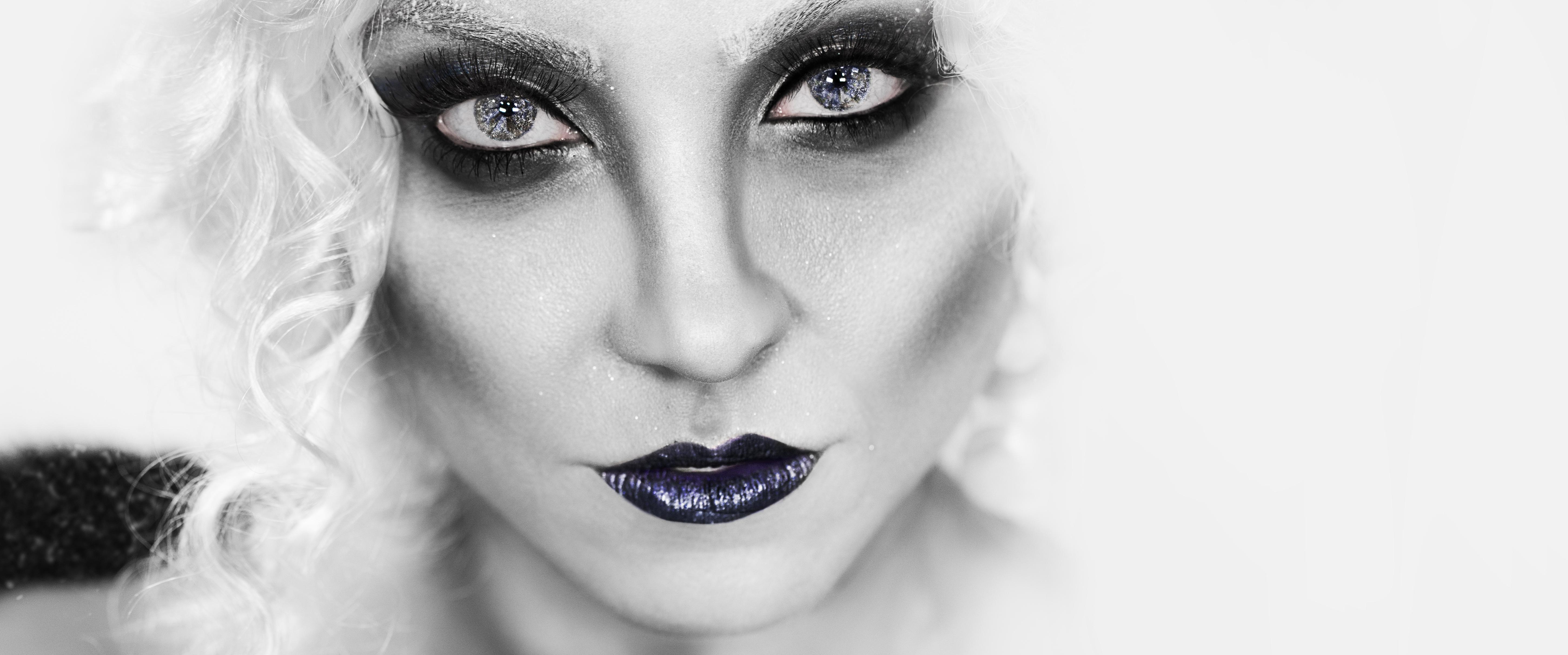 Nicole Servinis, Studio Photography