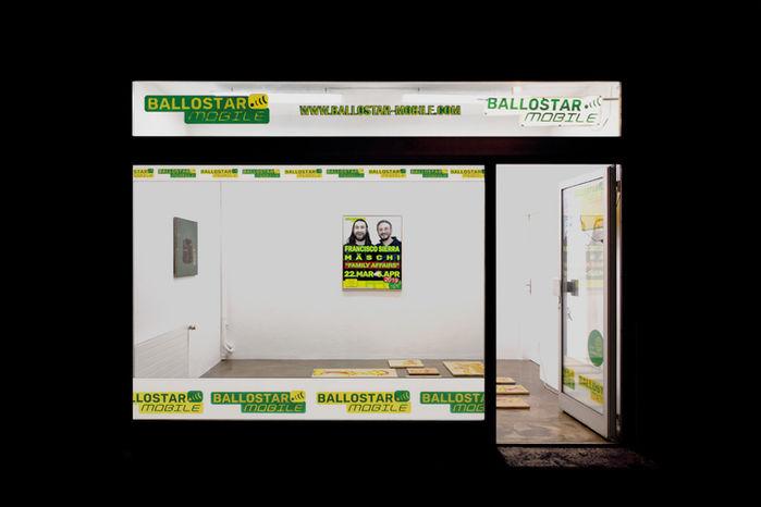 outside-view-ballostar-mobile-exhibition