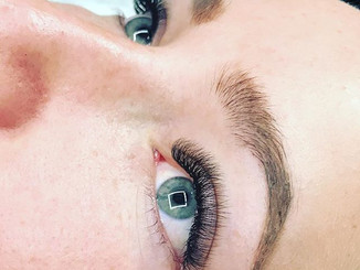 D curl hybrids for this 💎- creating fluffy, textured and full lashes which are a mixture of classics and volume fans.jpg
