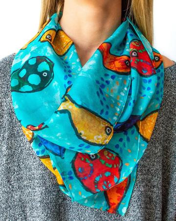Fish-Scarf-Model_75b2ce81-59a2-4bfc-9252