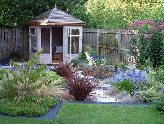 Summerhouse stained sleeper steps. Mark Langford Garden Design Buckinghamshire