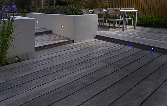 Contemporary rendered walling and deck Bedfordshire Mark Langford Garden Design Bedfordshire