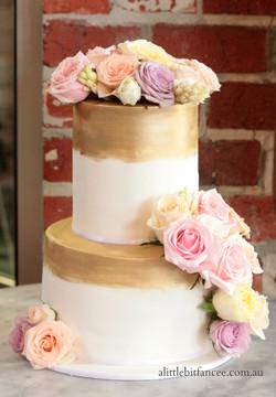 Fresh roses and fondant wedding cake