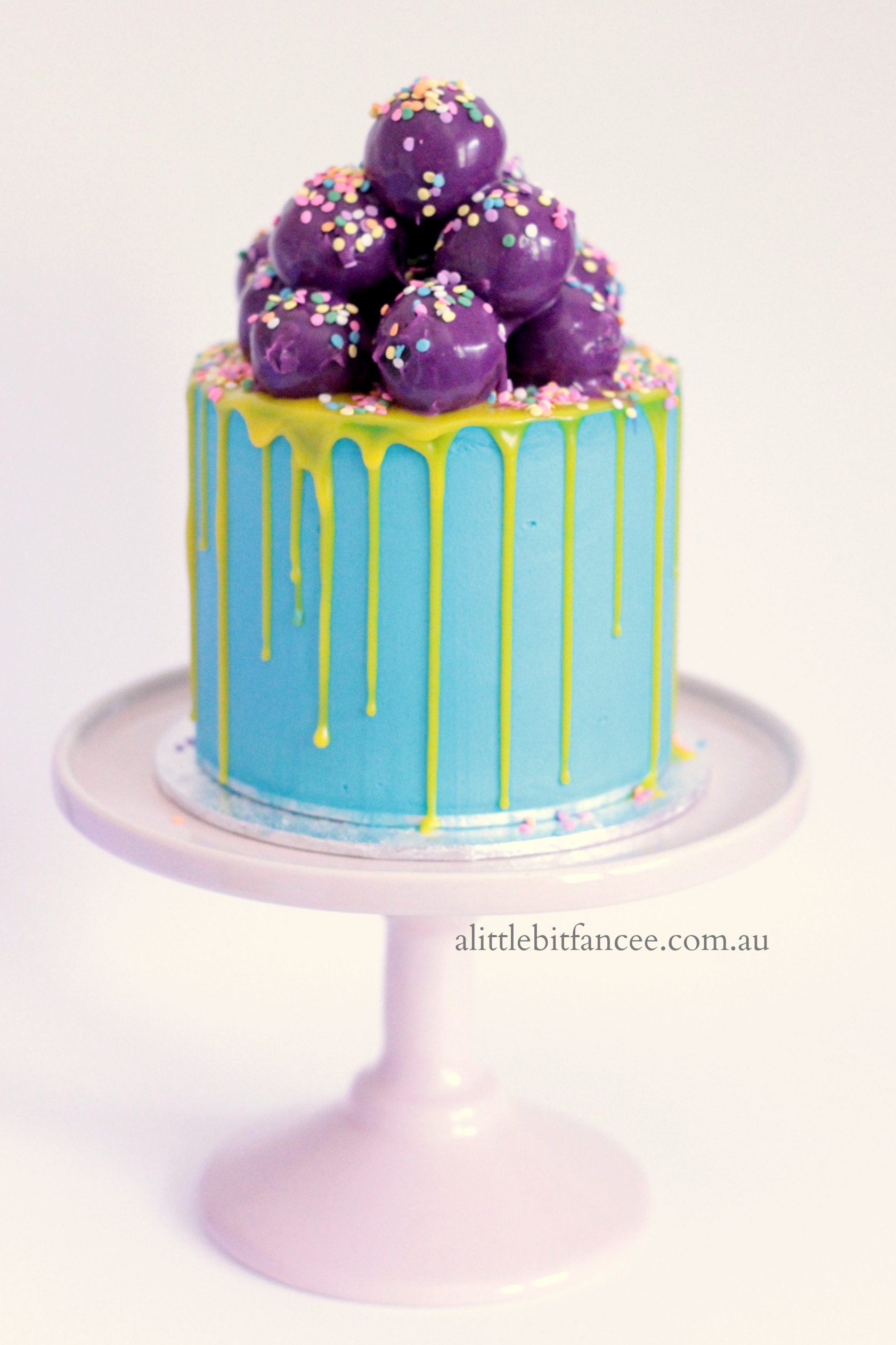 Blue bubblegum cake