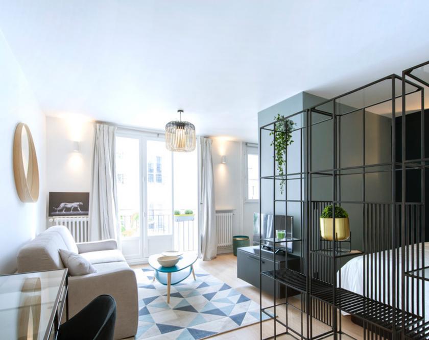 3 espaces : salon, chambre et cuisine