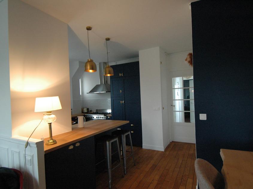 vue salon vers cuisine et couloir chambre