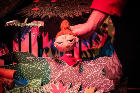 stage lit-puppet detail-7.jpg