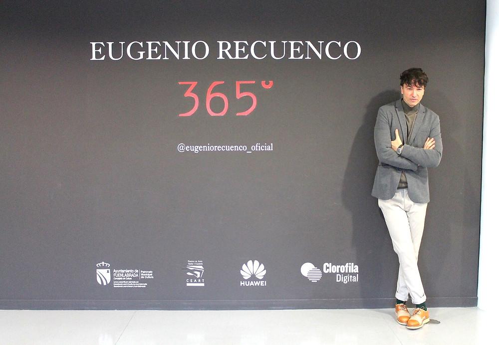 The Trendy Man viste de COS en la exposición de Eugenio Recuenco