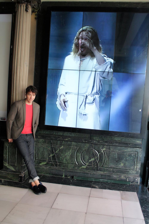 Miguel Biedma a la salida de ver el musical Jesucristo Superstar
