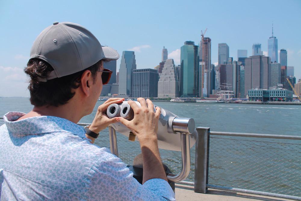Miguel disfrutando de las vistas de Manhattan desde Broockyn