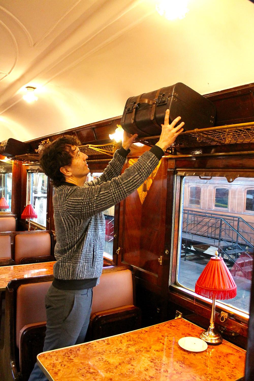 The Trendy Man en el vagón del Orient Express