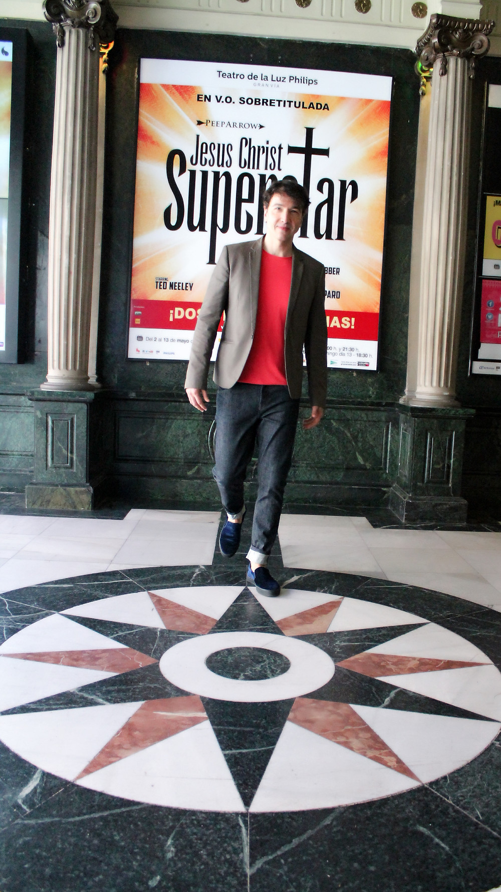 The trendy Man en el musical Jesus Christ Superstar