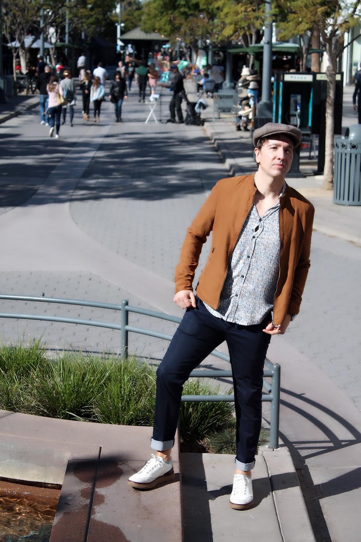 The Trendy Man en el famoso boulevard de la playa de Santa Monica