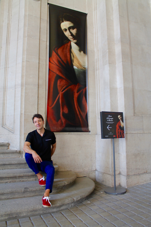 Miguel Biedma en las puertas del palacio Real