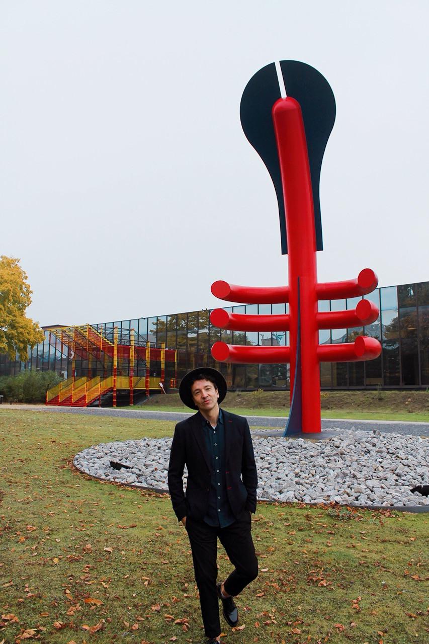 Miguel Biedma a la entrada del ADAM museo