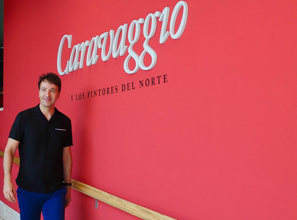 Miguel Biedma en la exposición Caravaggio