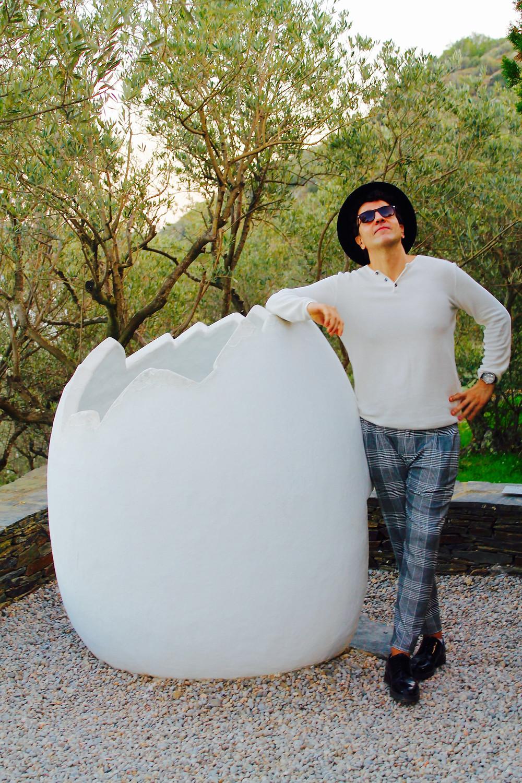 Miguel Biedma y el famoso huevo de Dalí