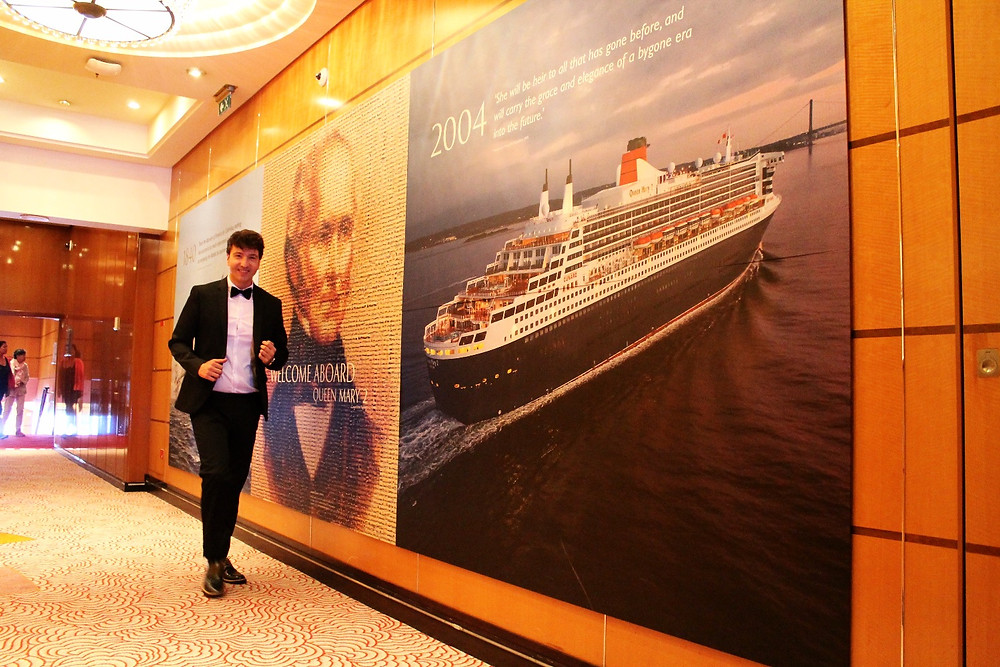 The trendy Man en el Queen Mary vestido por TOPMAN